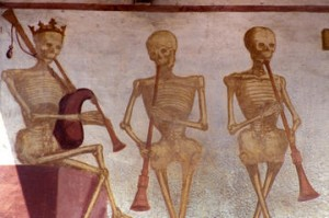 pinzolo_-_la_danza_macabra_opera_dei_baschenis__-_2012_-_gianni_zotta_large